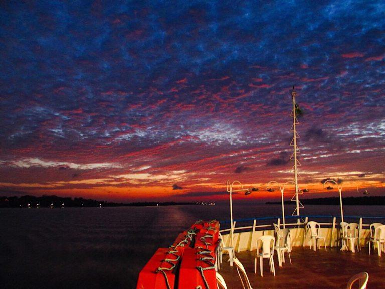 Coucher du Soleil sur le bateau Santarém-Belèm