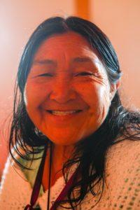 Dona Francisquinha, femme medecine de l'etnie Shawãdawa du Vale do Juruá, Acre. Parteira (Sage Femme) depuis l'âge de 15 ans et connaisseuse des plantes de la région.Elle organise des cérémonies de plantes médicinales (Ayahuasca, Rapé e Sananga) avec des chants natifs.